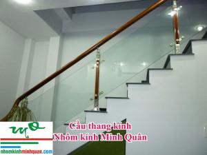 Cầu thang kính cường lực tại Thuận An